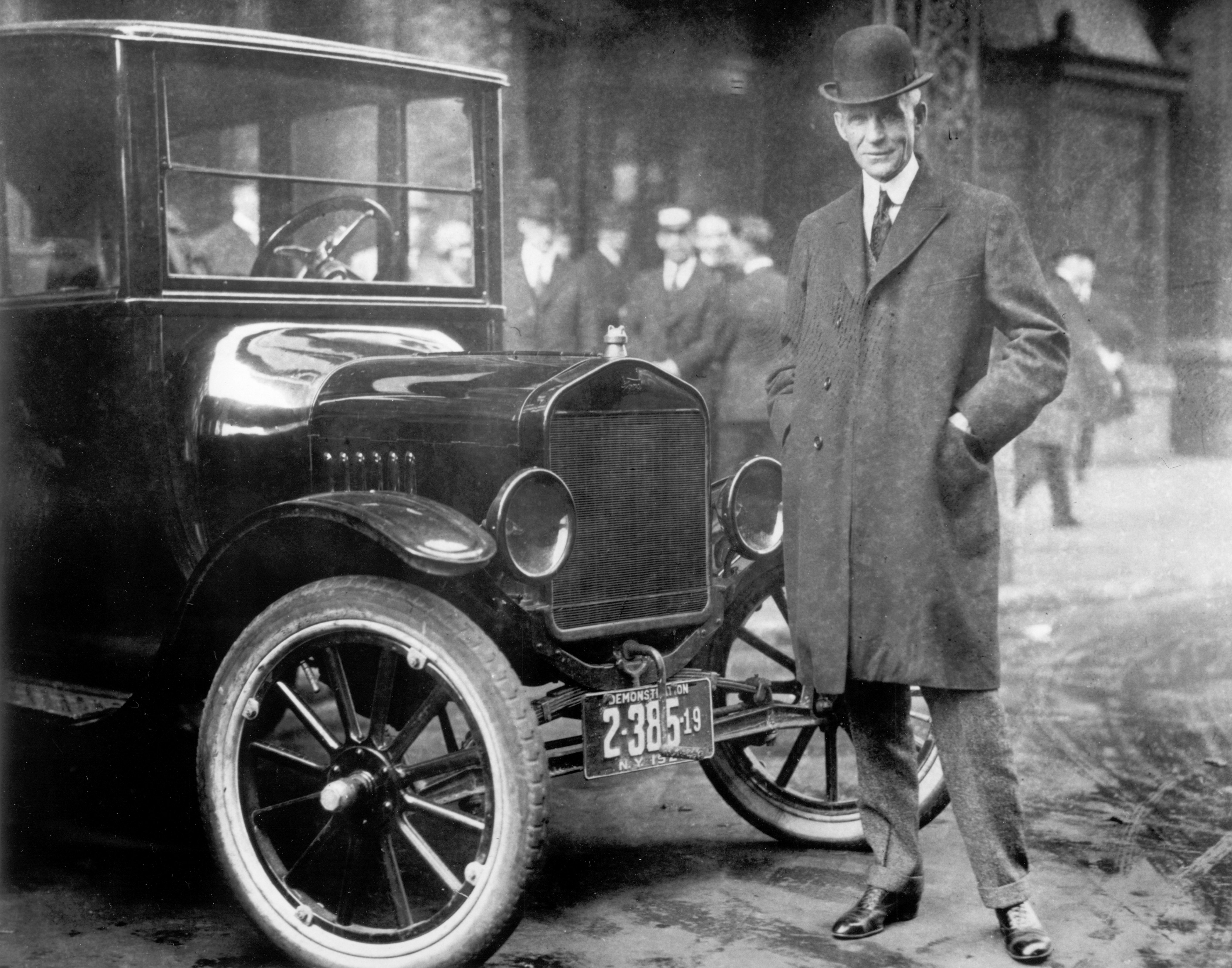 Henry Ford next to a Model T (1921)